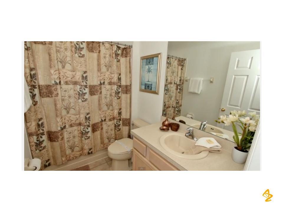 Full bath upstairs hallway