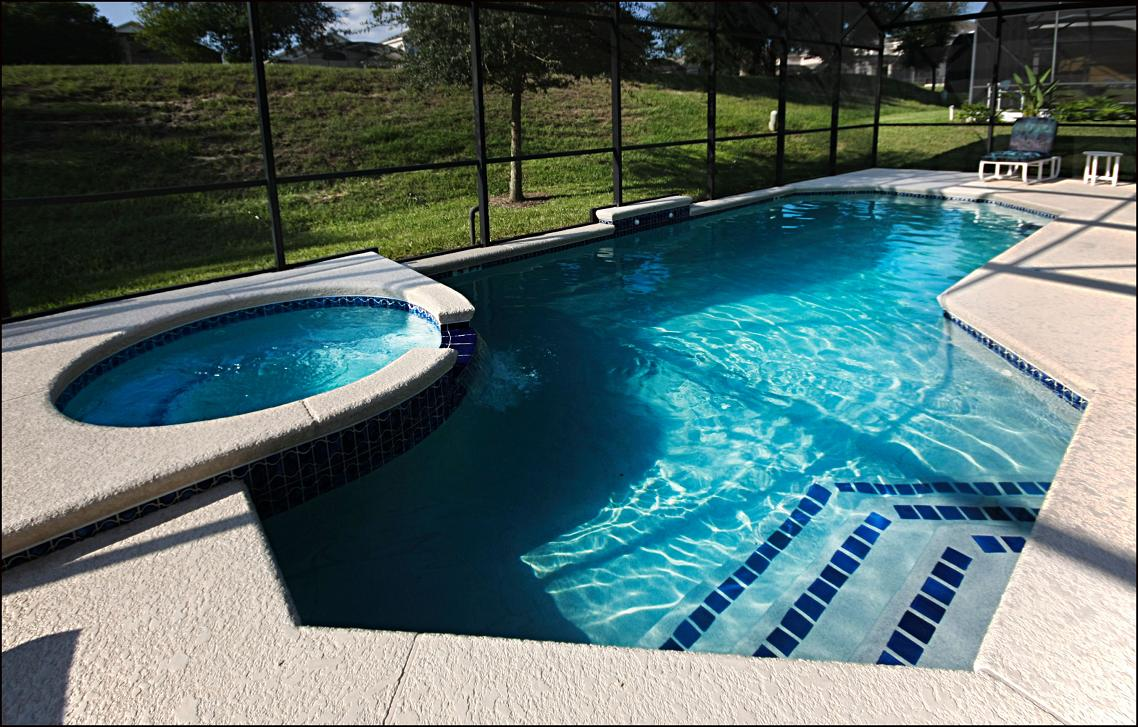 Private screened pool/spa with Porch