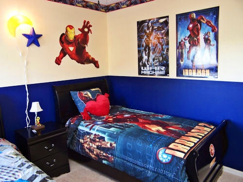 superman room with TV