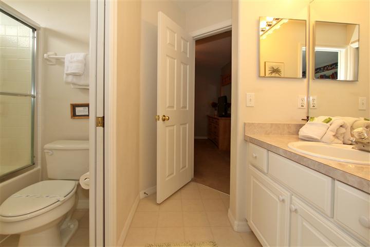 Upstair (left side) Bathroom