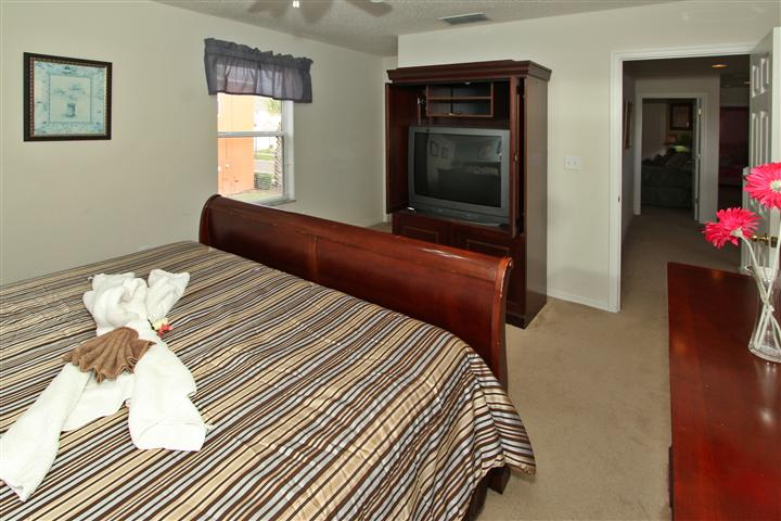 Upstair(right side) King Suite Bedroom