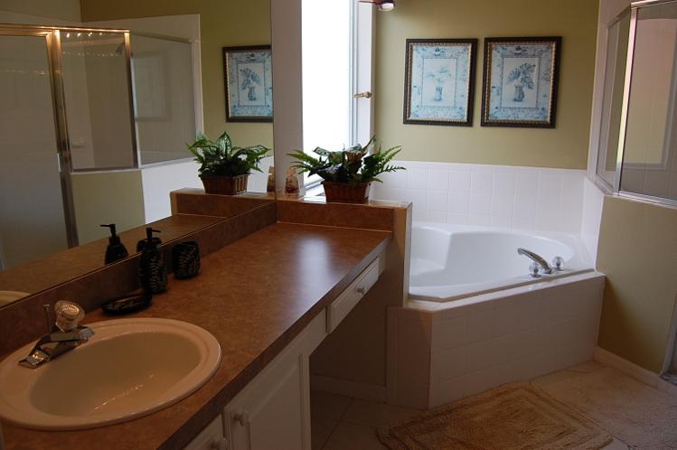 Downstair King Master en-Suite Bathroom
