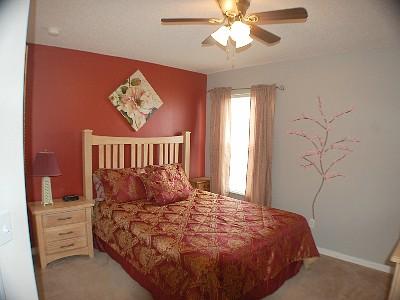Upstair(left side) Queen Bedroom