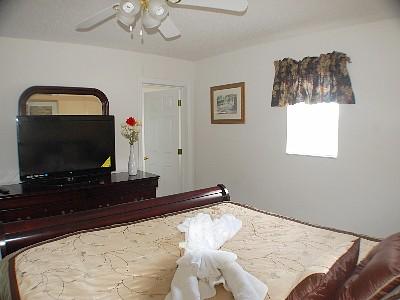 Upstair (left side)  King Suite Bedroom