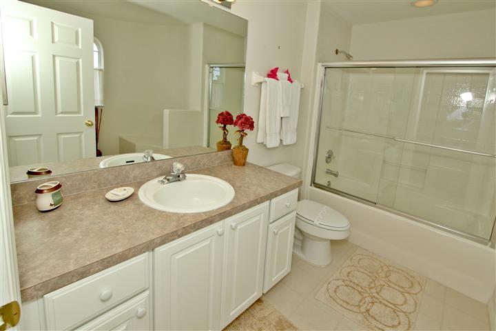 Upstair (left side) King Suite Bathroom
